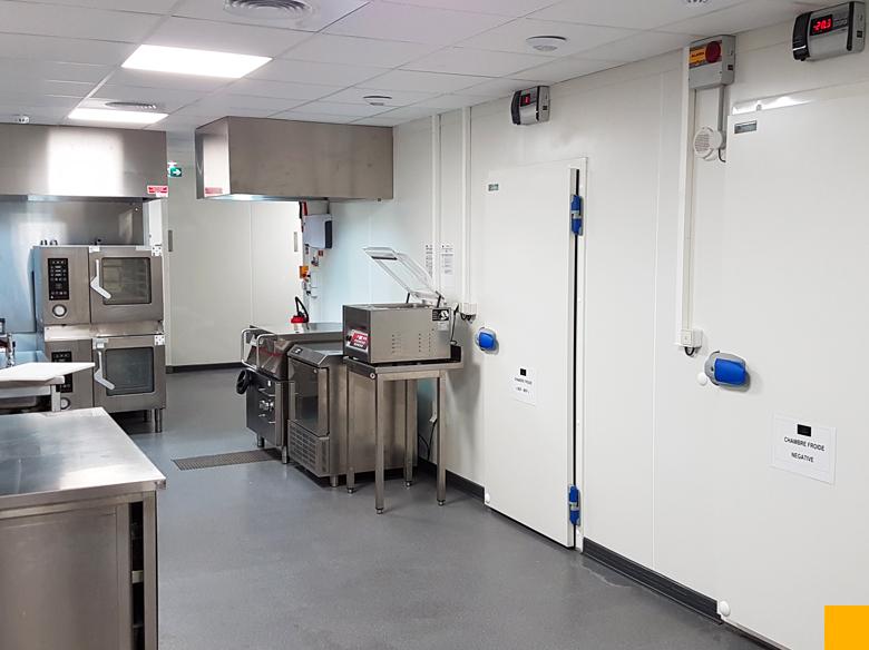 Aménagement laboratoire porte chambre froide Cloisons du Midi